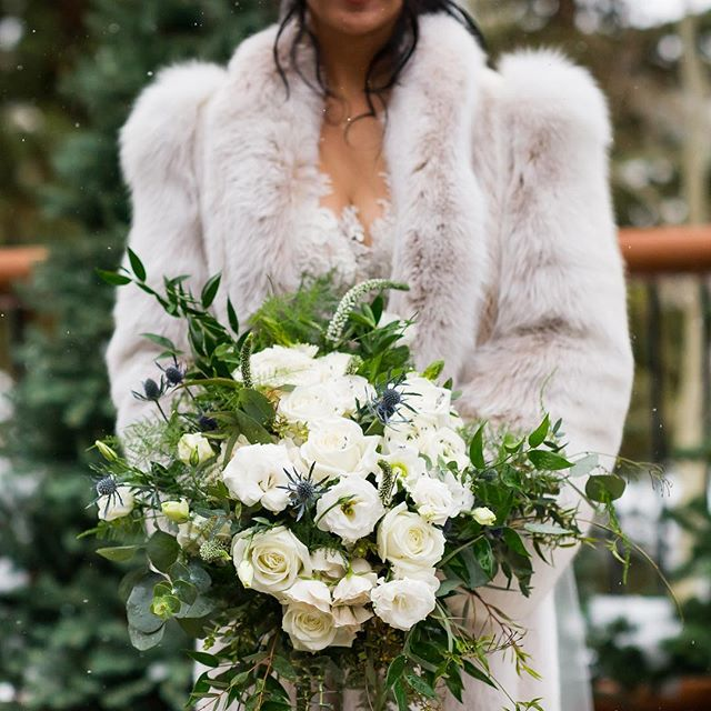 All this rainy weather makes me want to hold on to these last few wintery days... Reminiscing about A+V's perfect snowy wedding day in the Colorado Mountains!  Photo By: @chloejackmanphotos