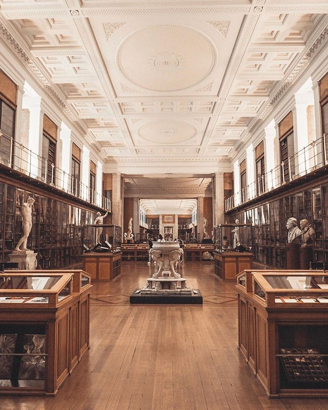 The room of enlightenment at the British Museum is one of my favourite places in London. Creaking floorboards, a giant orrery, hardbound books filled with watercolour illustrations of plants and insects, a trail of objects telling the history of humanity. 👉🏼 Swipe right to explore  #london #explorelondon #visitlondon #soenglishithurts #travelblogger #britishblogger #londonblogger #londonlifestyleblogger #travel #travelgram #travelblogger #travelbloggervibes #travelbloggersuk #slowlivingmovement #travelstories
