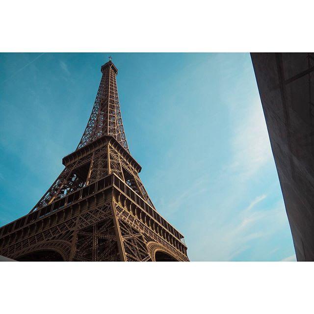 There was something about the sky in Paris that morning. It's weird how the memories just hit you out of no where. Anyone wanna head back to the City of Lights with me next year? -- #travelblogger #travelpreneur #globelletravels #traveldeeper #mytinyatlas #travelphotography #dametraveler #paris #pariscityworld #parisgram #parismonamour #topparisphoto #wonderlustparis #visitparis #thisisparis