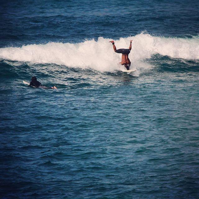 Get your head in the game. Our awesome surf teacher @rhinoleandi finding new ways to surf. Fun session in Tanjung aan today . 📷 @gusnijuhaili95 . #surfgirl #surfinstructor #surfcamplombok #surfphotography #explorelombok #exploreindonesia #backinthewater #surfhostel #kutalombok #tanjungaan #beachlifestyle #beachbum #surfschool #surflife #secretspot #secretspotlombok