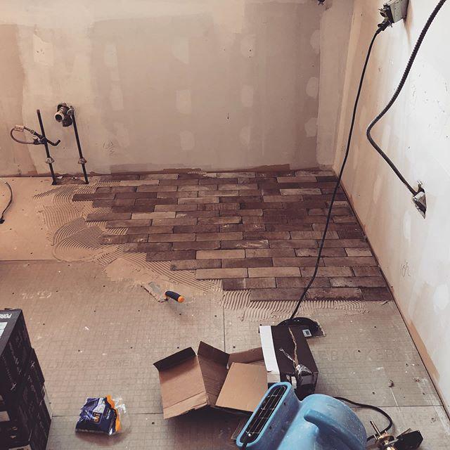 #kitchen #reno #tile #brick #fabuwoodcabinets #hgtv #lakehouse #modernfarmhouse #njcontractor #construction #renovation #rigid @dewalttough kitchen Reno with new @fabuwood cabinets #brickflooring