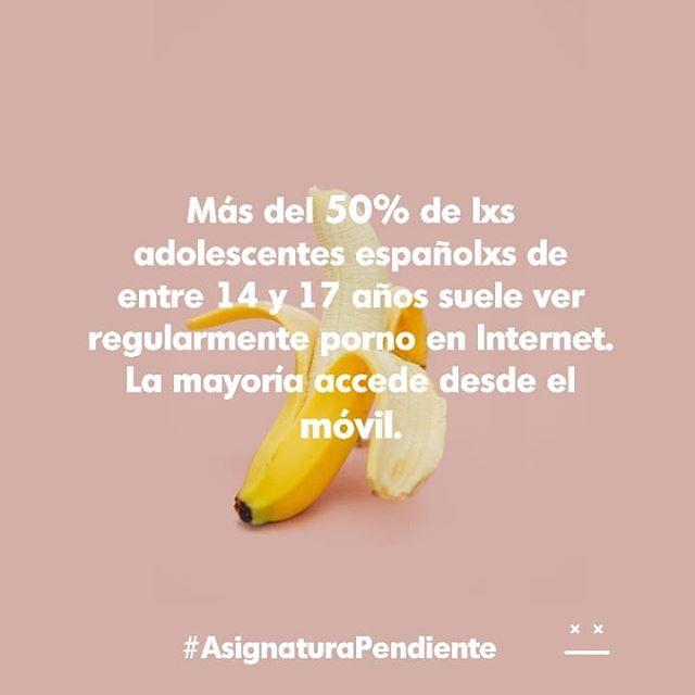 """Según el estudio """"Hábitos de uso en Internet y en las redes sociales de los adolescentes españoles"""" (Jiménez, De-Ayala-López, y García)📖 . Más del 50% de lxs adolescentes españolxs de entre 14 y 17 años suele ver regularmente porno en Internet.La mayoría accede desde el móvil. . . ¿Es la solución prohibir que lo vean? ¿Quitarles el móvil?🚫🚫 . Desde #asignaturapendiente pensamos que no❌, pero que esto denota que hay interrogantes pendientes de resolver y lxs niñxs y jóvenes acuden al porno en busca de respuestas. ¿Cuál es el problema de que el porno se convierta en fuente principal de #educacionsexual ? Pues que el porno mainstream tiende a reproducir relaciones jerárquicas, estereotipos de género, violencia, falta de consentimiento... .  Así, es mejor que desde espacios de confianza, con profesionales formadxs, se aborde el consumo de porno, la construcción del deseo, se problematicen las expectativas,...✔️✔️ . Se trata más bien de generar capacidad crítica para ampliar la diversidad de referentes y construir relaciones sanas, placenteras, horizontales.🍆🍑🍐🍌🍉 .  Tenemos una #asignaturapendiente✊🏽 #porno #porn#educacionsexual#educaciónsexual#educacionsexualintegral#esi#sexualidad#educacion#educacionprimaria#educacionsecundaria#diversidad#asignatura#colegio#aula#estudio#asignatura#derechossexuales#derechos#derechosreproductivos##sexderechoshumanos#ddhh#salud#informacion#lgtb#lgbti"""