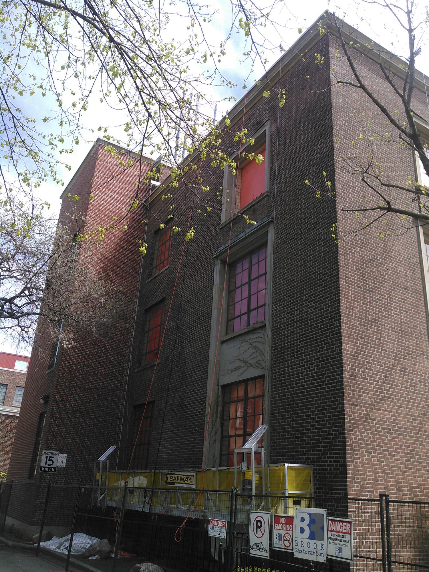 2-UofTWallberg Building.jpg