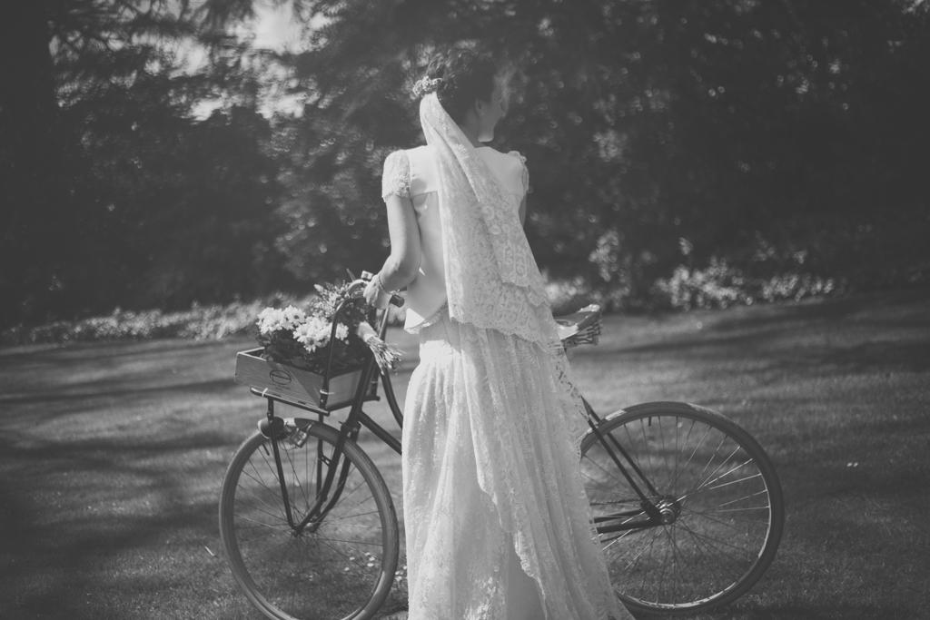 Novia-en-bici-Boda-Pilar+Manu.jpg