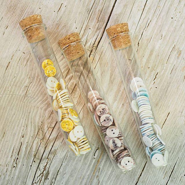 A l'occasion de l'anniversaire de la boutique @lanaetricot les #rikikisboutons seront tous de sortie ... les bleus ,les herbiers ,les dorés, les moutardes ... Je vous donne rendez vous à partir de vendredi 6 et jusqu'à dimanche 8 septembre pour vous aider à les assortir  avec votre laine précieuse  du moment ,ou à les choisir pour les coudre sur votre gilet préféré ou tout simplement pour se rencontrer .  #camelir #boutonsenporcelaine #ateliercamelir #merceriecreative #diy #laine #yarnaddict #lanaetricot #boutonsartisanaux #ceramicbutton #handmade #slowmade #artisanatfrancais 📷@mapolloche
