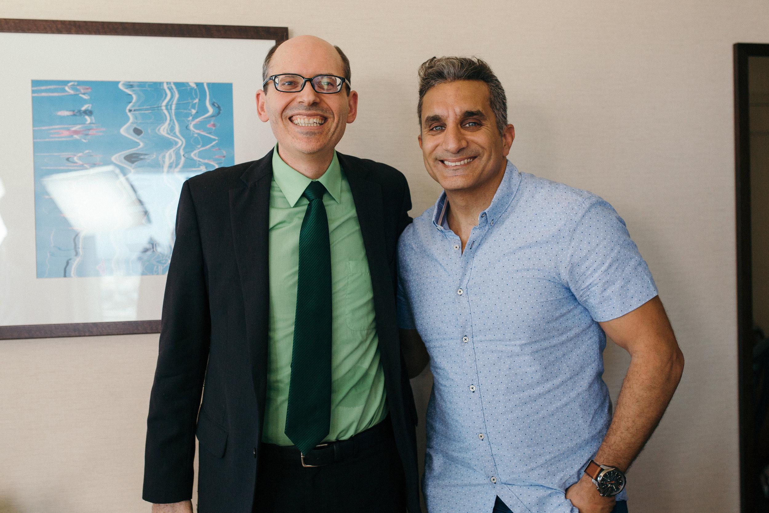 قابل ضيفنا الكاتب - مايكل جريجر، طبيب وزميل الكلية الأمريكية للطب الشرعي