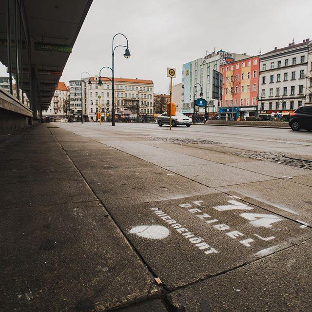 Guten Morgen Berlin! Was habt ihr heute #hiergehört? . . . #worldhearingday #lärm #stille #hören #gesundheit #großstadt #berlin #neukölln