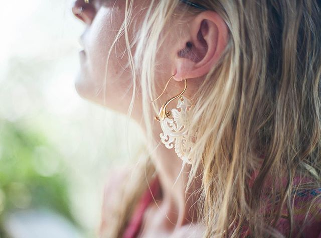 The sweetest soul... The sun is shining bright on @honeybee728 Captured by @elenalenalove  #paisley #earringsoftheday #shell