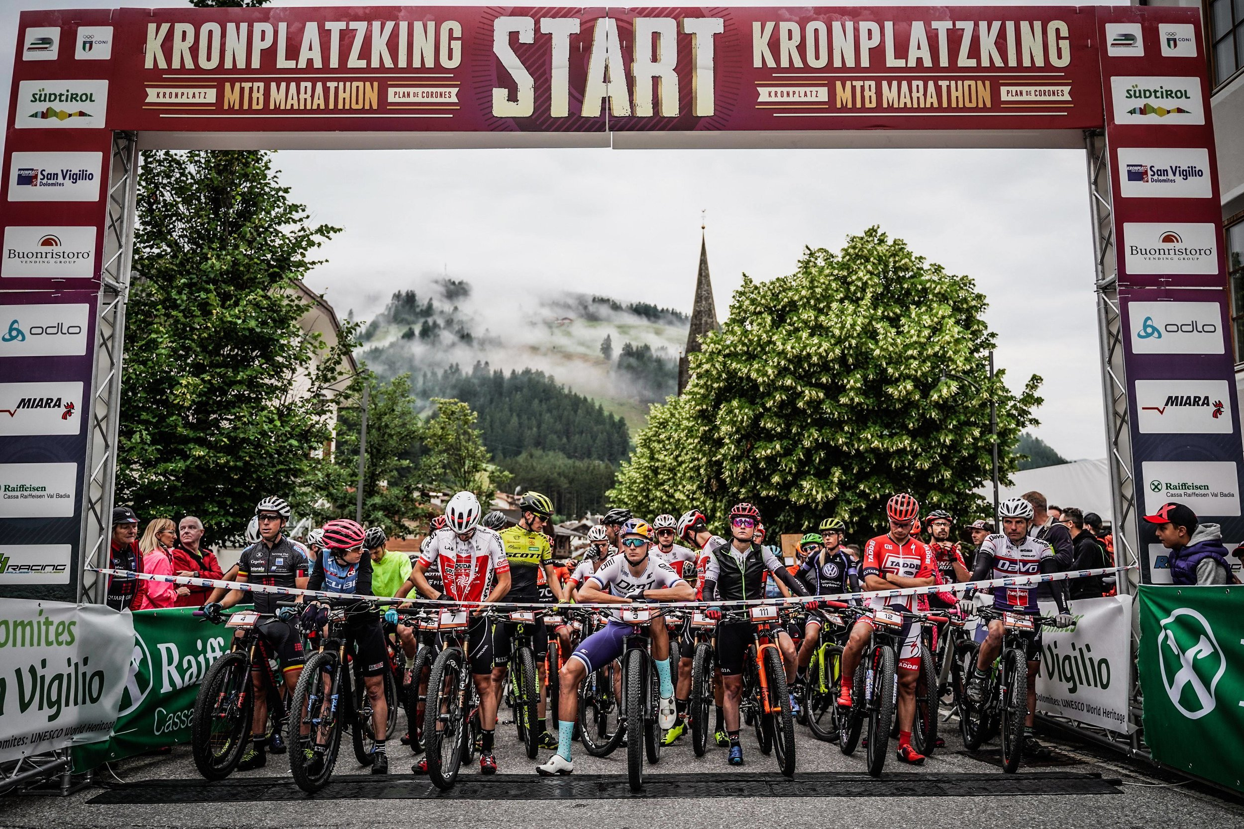 The strong international field minutes before the start  ©sportograf