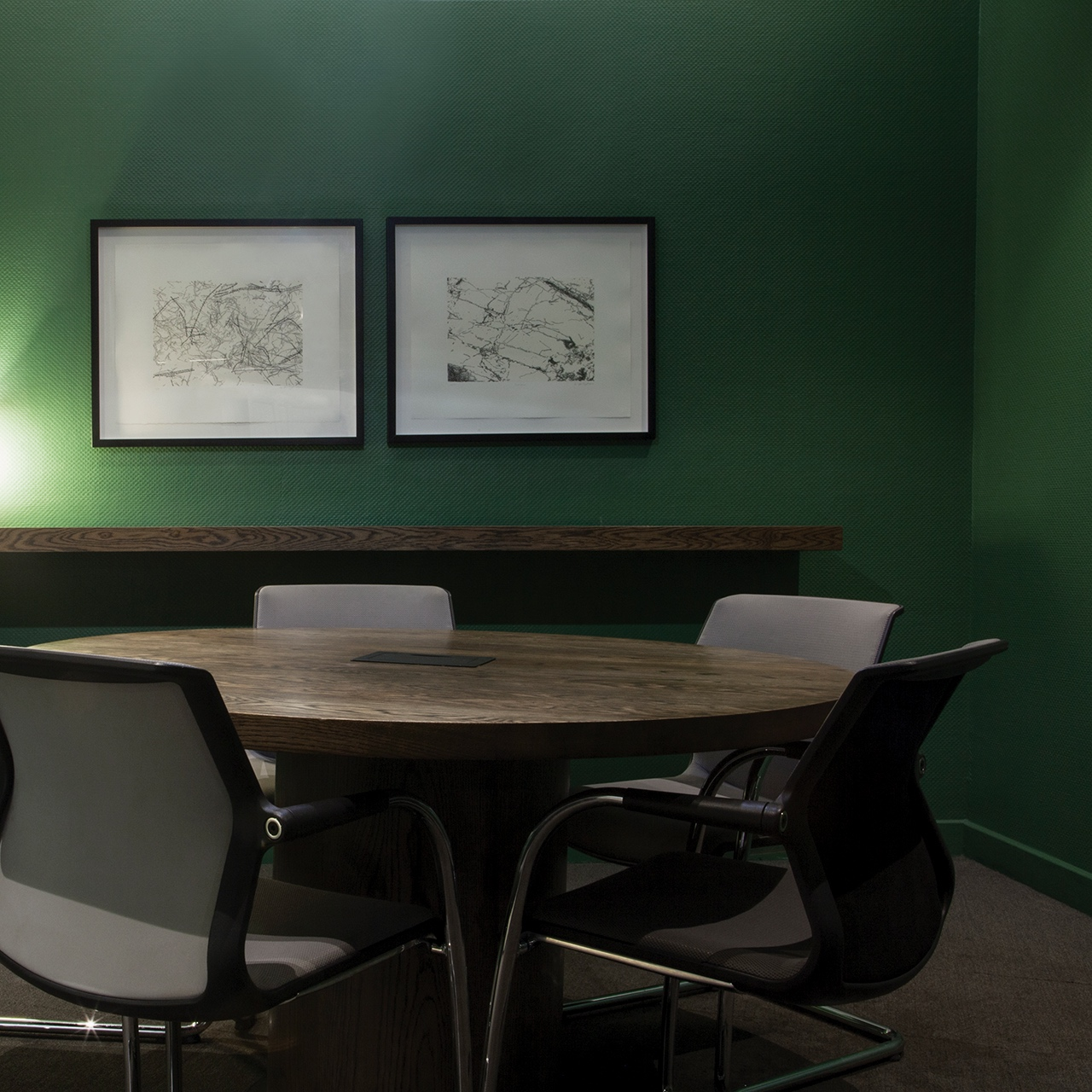 Fourth street - An eclectic meeting room with furnishings inspired from the post-war 1950s era.