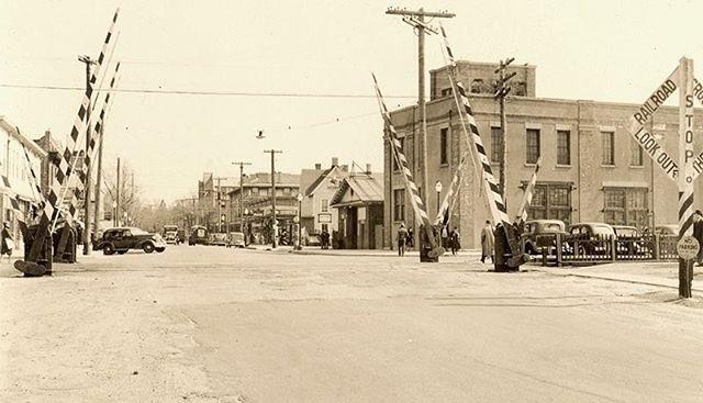 #tbt Cedarhurst railroad crossing at Cedarhurst Avenue crossing looking Southbound. (Photo taken: 1939)