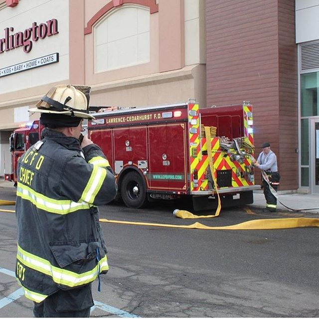 GENERAL ALARM, BUILDING FIRE: LA FITNESS  at 345 ROCKAWAY TPKE, NORTH LAWRENCE  c/s: BUENA VISTA AVE and BAY BLVD  O: BAY HARBOUR MALL . . 12:33:04.  On Friday March 15, the Lawrence-Cedarhurst Fire Department was alerted for a building fire at Bay Harbour Mall. Upon arrival, First Deputy Chief Foy advised that there was a fire in the HVAC (A/C) unit. LCFD Engine 326, stretched 1 line and was able to contain the fire to just the HVAC system. The @woodmerevolfiredepartment and the Inwood Fire Department was on scene as well assisting in firefighting operations.  GENERAL ALARM, BUILDING FIRE: LA FITNESS  at 345 ROCKAWAY TPKE, NORTH LAWRENCE  c/s: BUENA VISTA AVE and BAY BLVD  O: BAY HARBOUR MALL . . 12:33:04.  Photos courtesy of @signal10photos