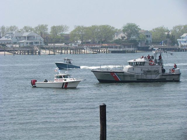 #tbt to May of 2015. Shown in this picture is #lcfd Marine unit 321 (on the left) and a 45' @uscg boat (on the right) from station jones beach training in Reynolds Channel. Did you know that not only does LCFD conduct fire and rescue operations on land but also has a 27' rescue boat that operates in the bays, channels and oceans? Numerous fire departments and rescue squads including @abrescue360  @inwood310 and Long Beach FD have an agreement and have been trained by the @uscg To assist in all water related rescue operations.#volunteerfirefighter #waterrescue #firerescue