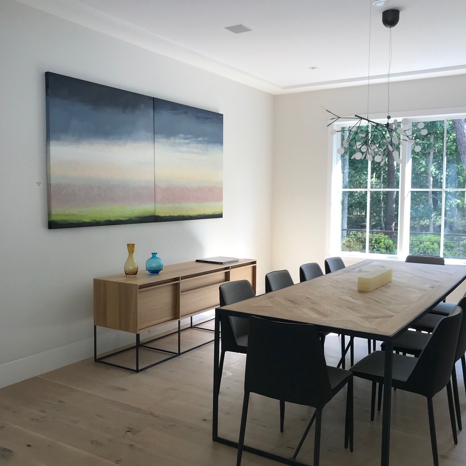 Learn about STAGING a new home with artwork  > >