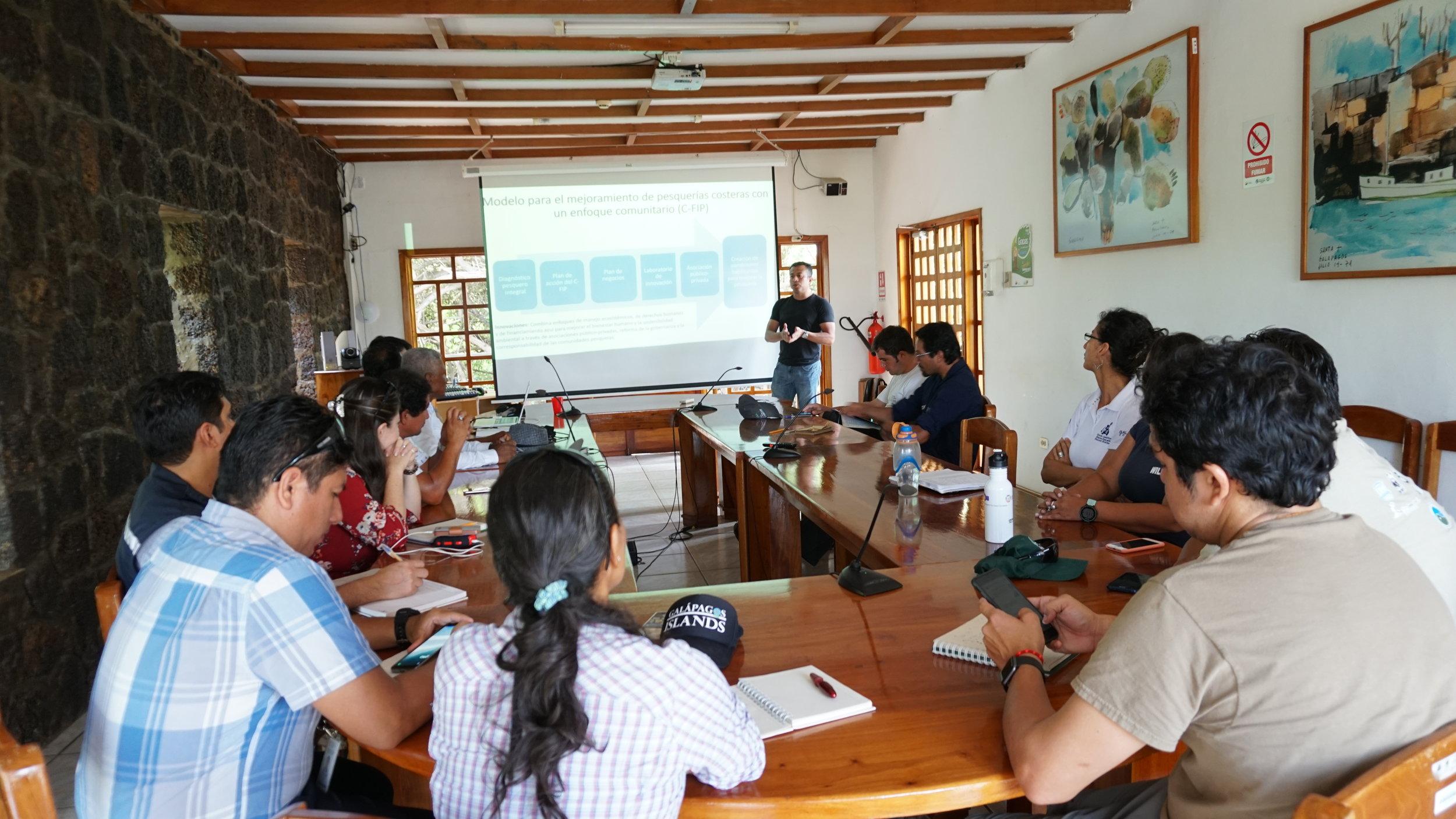 Figura 3 . Presentación del plan de negocios del atún de Galápagos al Comité de Seguimiento del C-FIP.