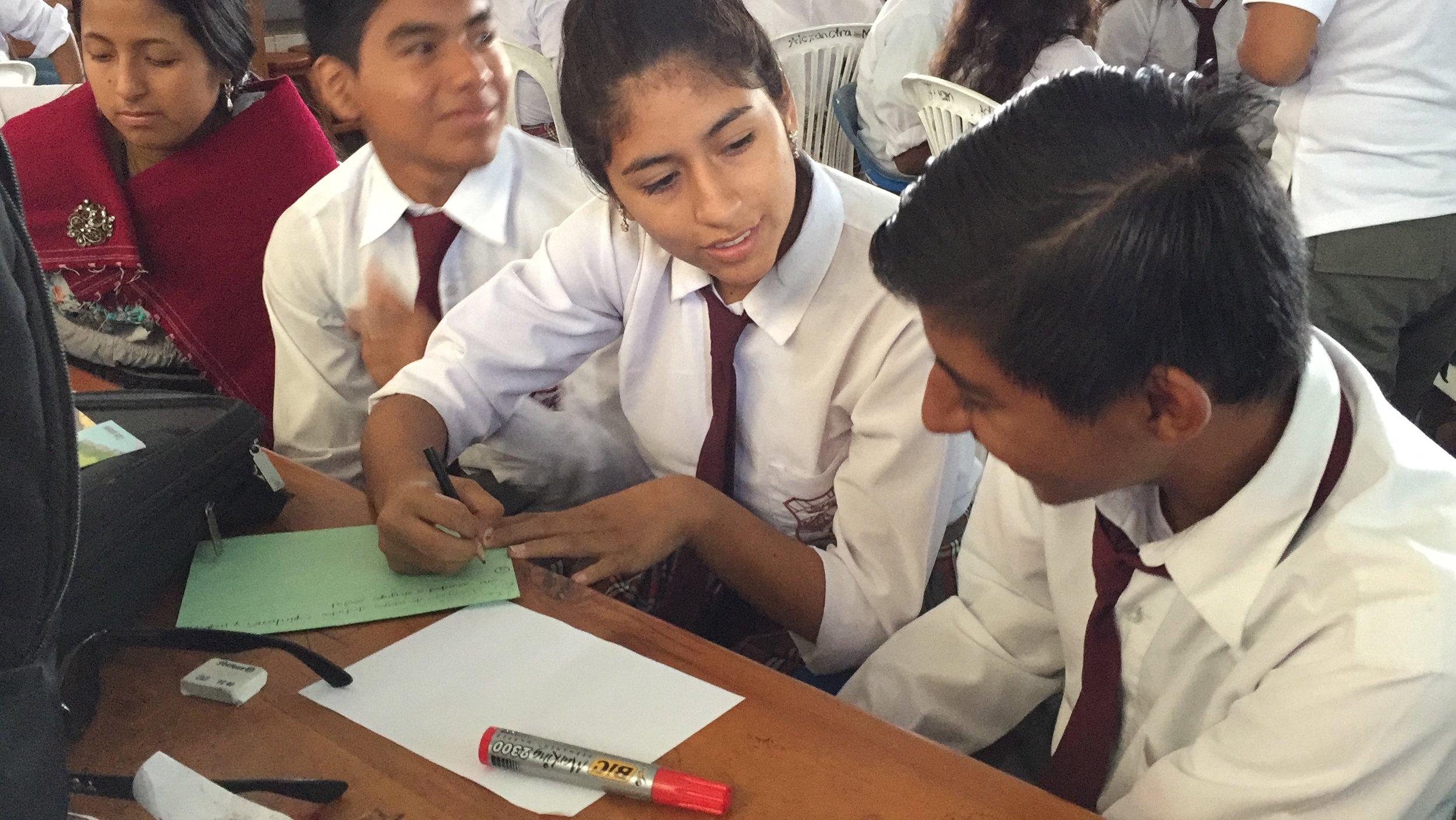 Figura 1 . Reflexión de los jóvenes respecto a la identidad galapagueña. Foto: Archivo DPNG