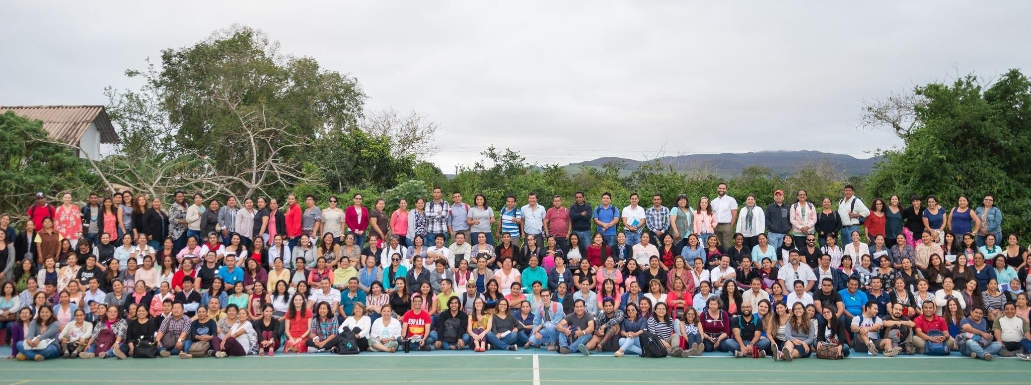 Figura 5 . Durante el Instituto Docente de octubre de 2018, más de 275 docentes participaron en talleres en el campus de la Unidad Educativa Tomás de Berlanga de la Fundación Scalesia. Foto: Buró Comunicación Integral