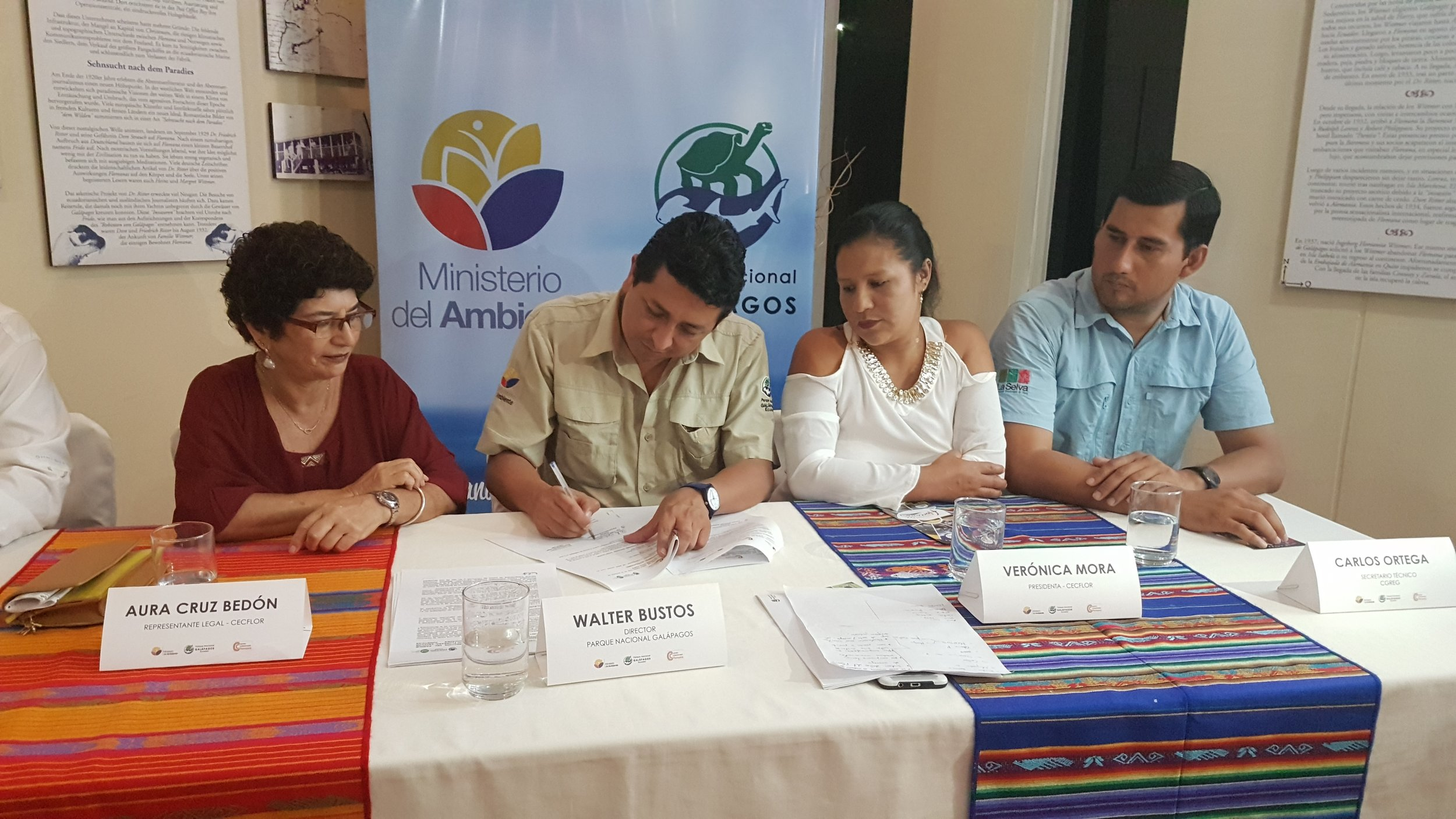 Figure 3.  CECFLOR and the Galapagos National Park Directorate sign the cooperation agreement. Photo: Galapagos National Park archives