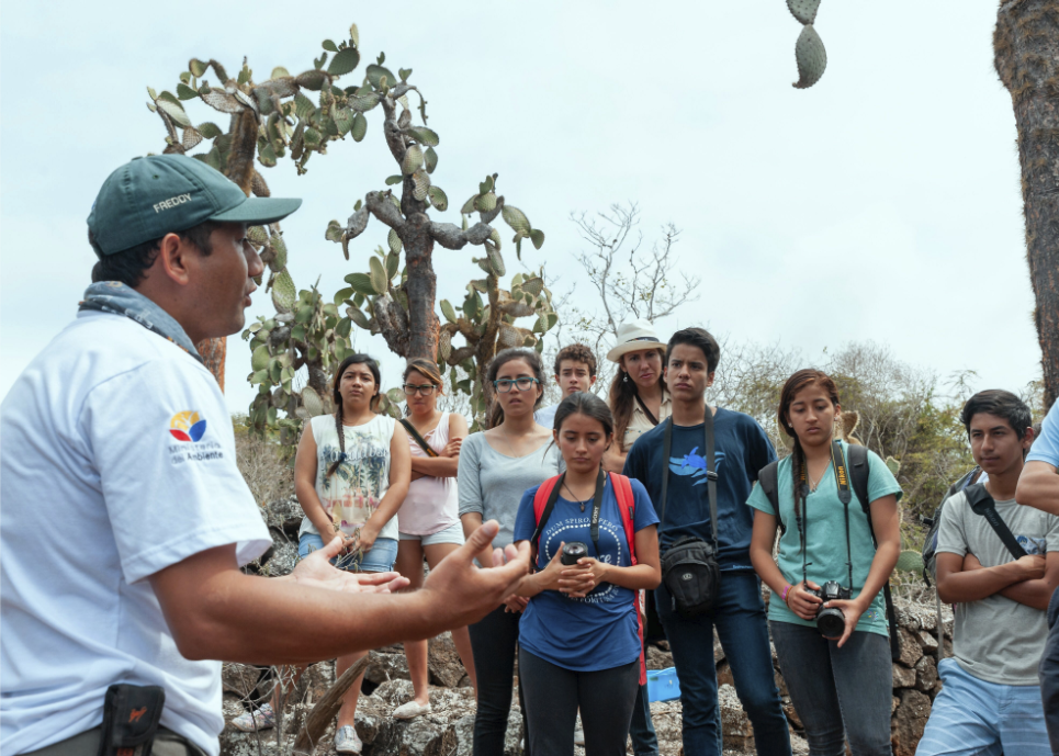 Figure 6 . Students learn about giant tortoises at the Fausto Llerena Breeding Center. Photo: Diego Bermeo