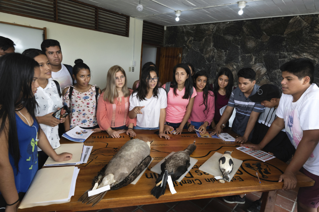 Figure 15 . Scientific lecture about seabirds at the Charles Darwin Foundation. Photo: Diego Bermeo