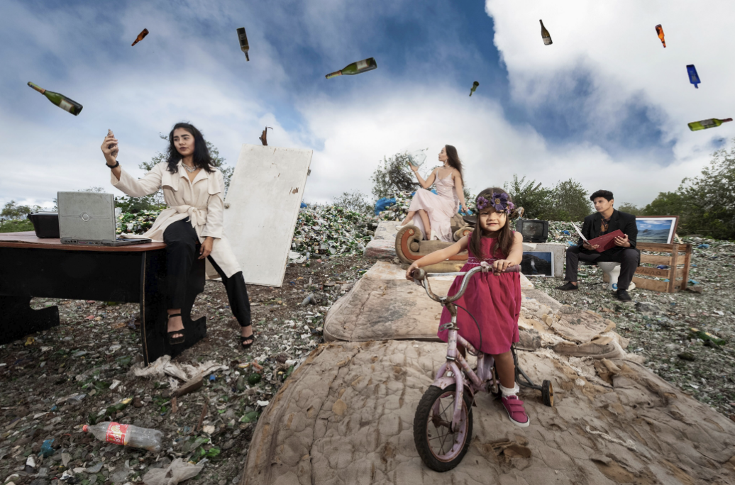 Figure 20 . Photo essay on consumerism produced by students in the 2018 cohort in the Fabricio Valverde Recycling Center. Photo: Diego Bermeo
