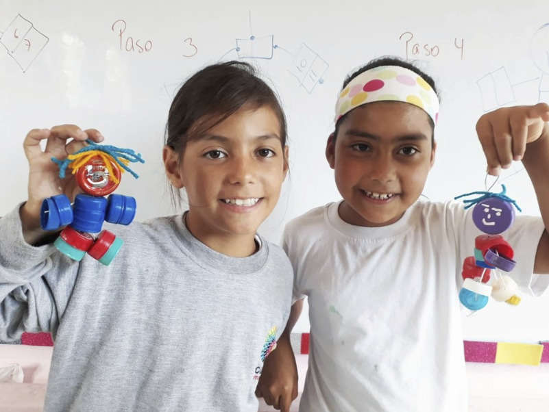 Figure 5.  San Cristóbal students participate in educational workshops with Tapín dolls. Photo: Carolina Velasteguí