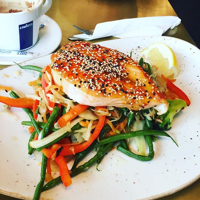 Good afternoon!  Sesame Salmon with Stir fried Chinese vegetables !  #kosherkitchen#salmon#healthyfood#instagood#kosheredgware#kosherlondon#londonfood#instagood#strirfried#seasame