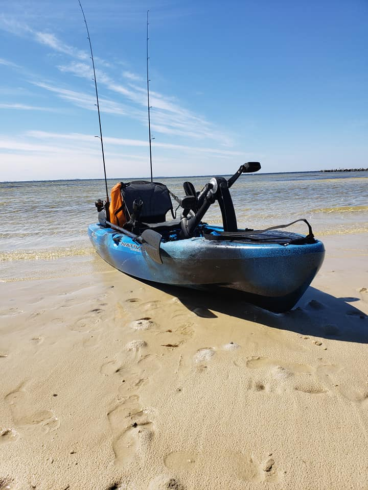 Native Slayer 10 - Pedal Drive Kayaks gives easy forward and reverse by simply pedaling in the desired direction. This type of kayak fishing allows the angler to be hands free from a paddle while trying to fish. More time spent fishing, thus increasing the chances of catching fish.