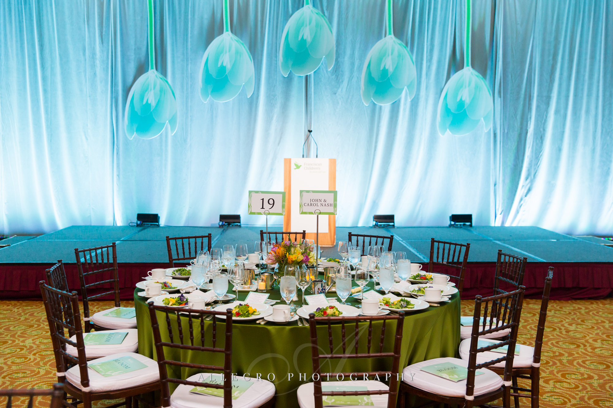 01_Franciscan Gala Nonprofit Table Decor Stage_AE Events.jpg