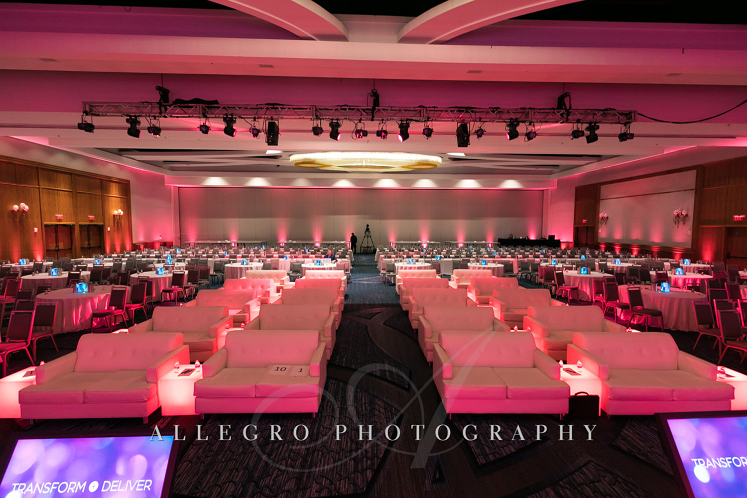 06_Corporate Meetings Conference Stage View_AE Events.jpg