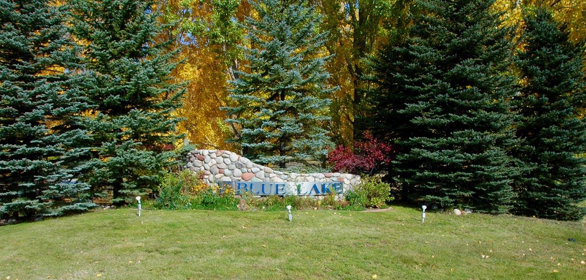 Blue-Lake-entrance-w_-pine-trees.jpg