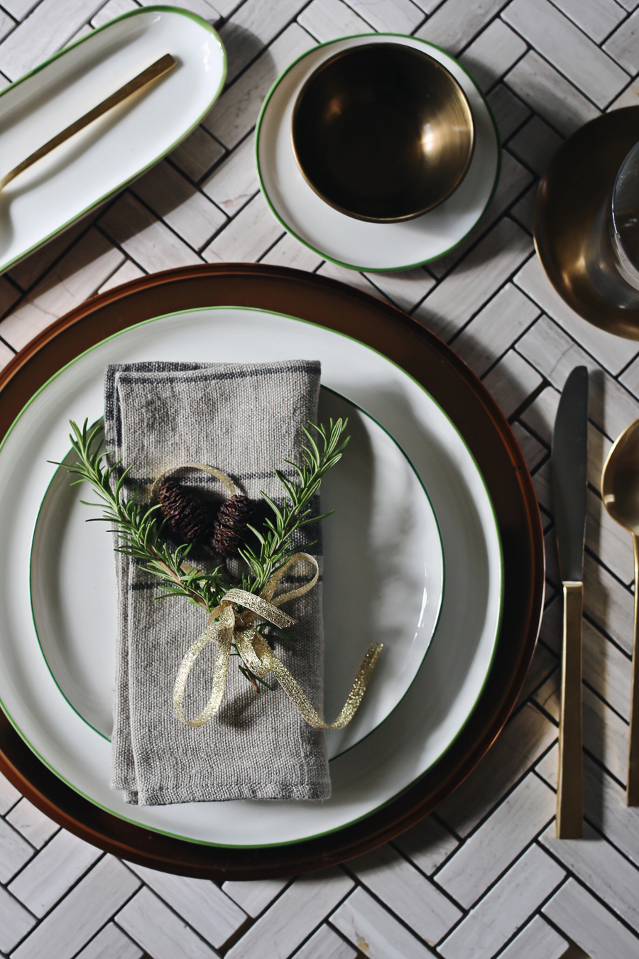 Green Abbesses Setting | Canvas Home Holiday Look 2 | Dine X Design