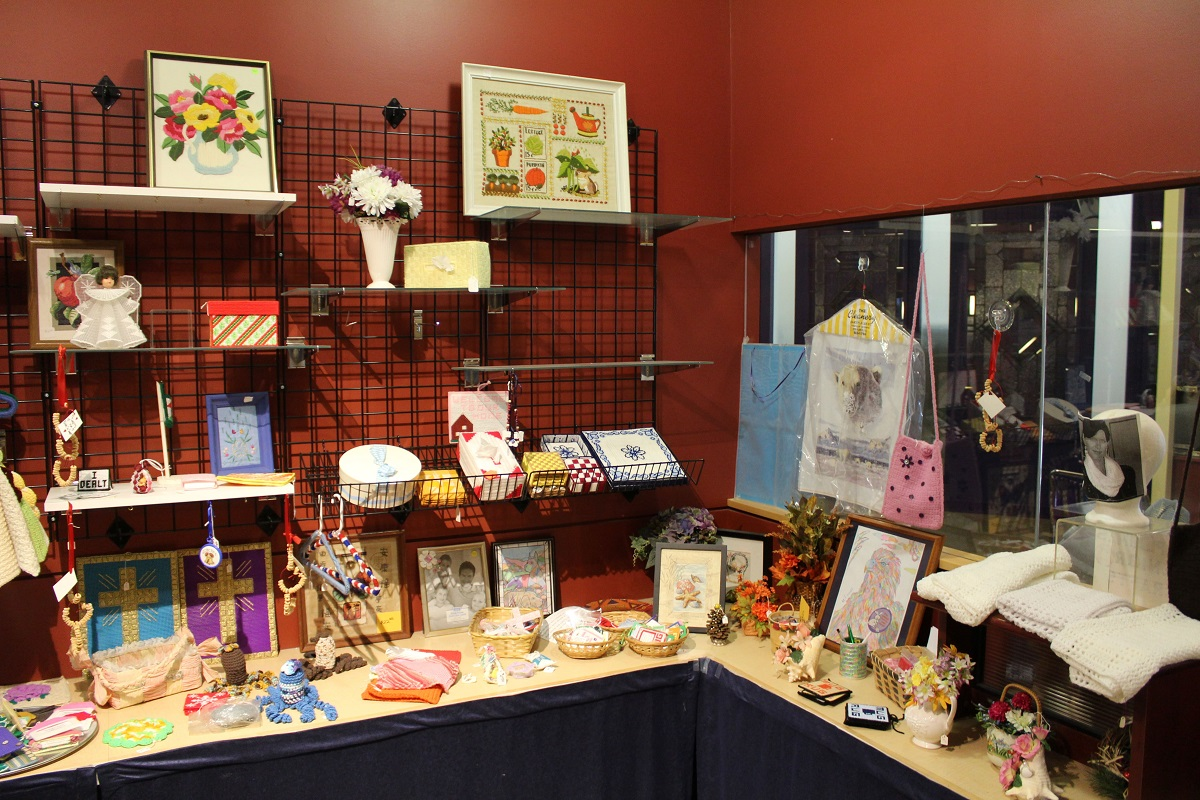 Rizzo-Young-Marketing-LLC-Frisbie-Senior-Center-Craft-Boutique-1200-800.jpg