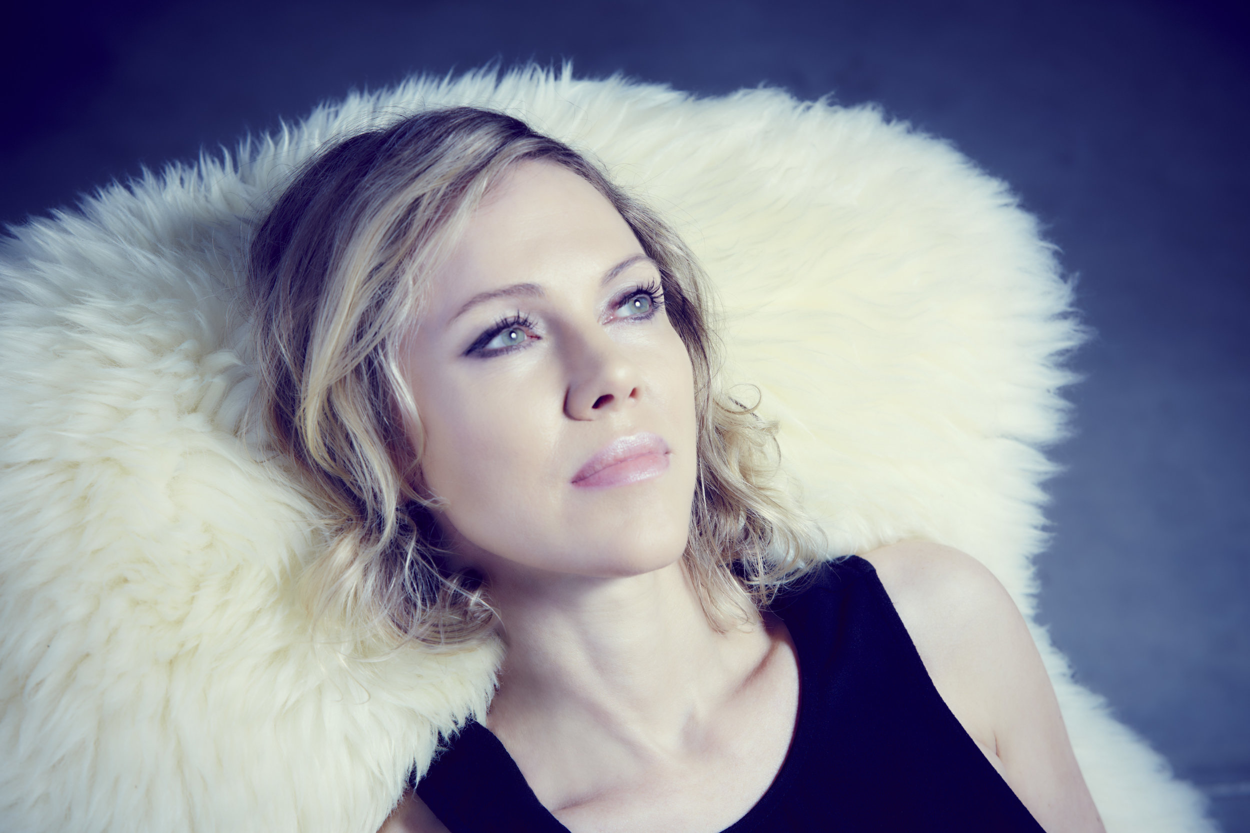 Britta_Phillips_4_photo_by_Luz_Gallardo.jpg
