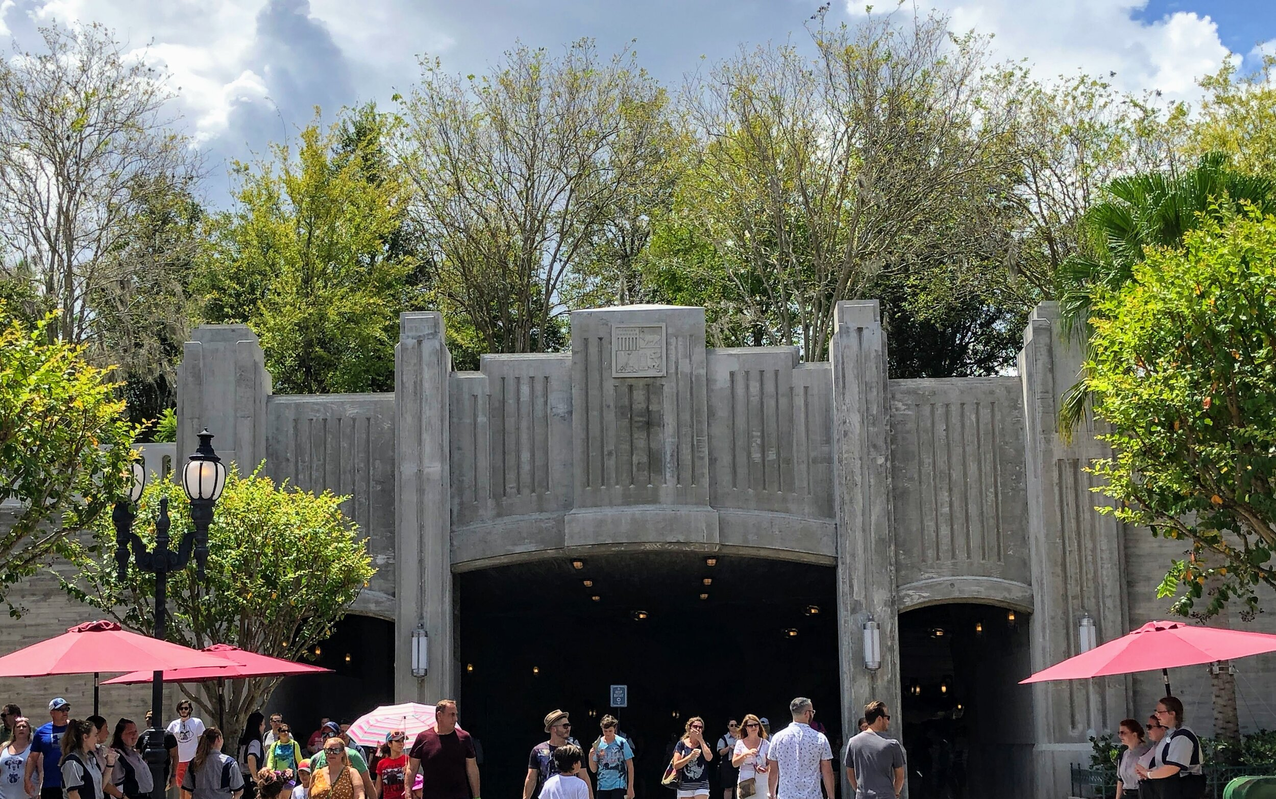 The entrance to Star Wars: Galaxy's Edge