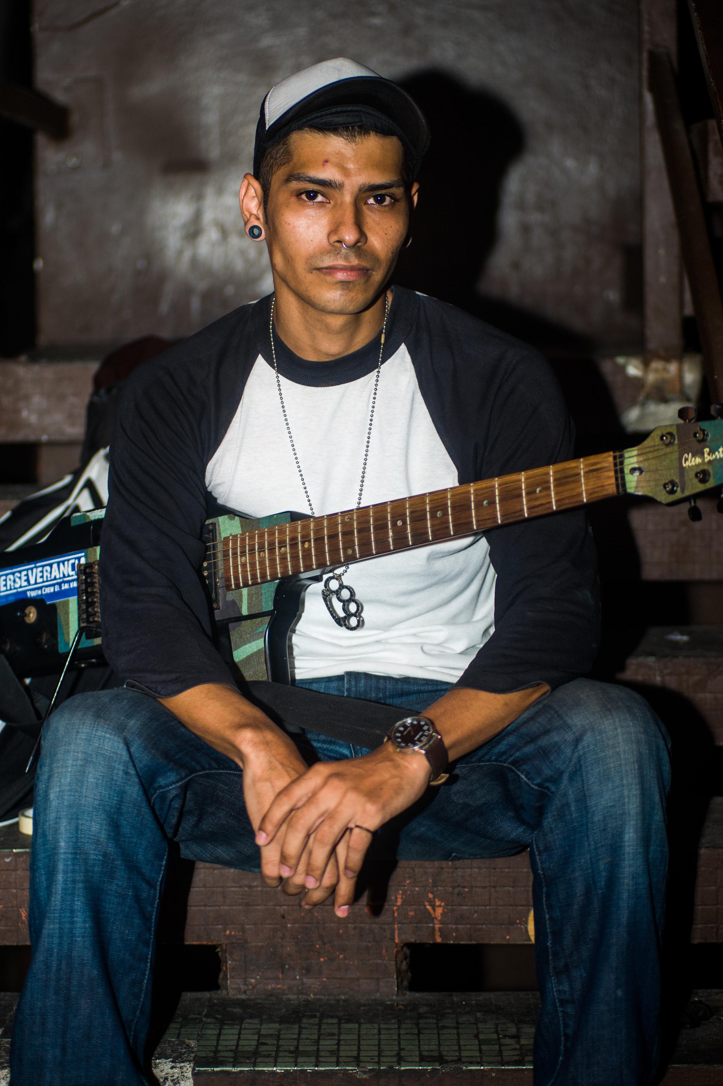 Retratados, los miembros de la banda Rendirse Jamas, quienes aportaron a este articulo con una entrevista. Foto: La Crónica SV/Camilo Freedman