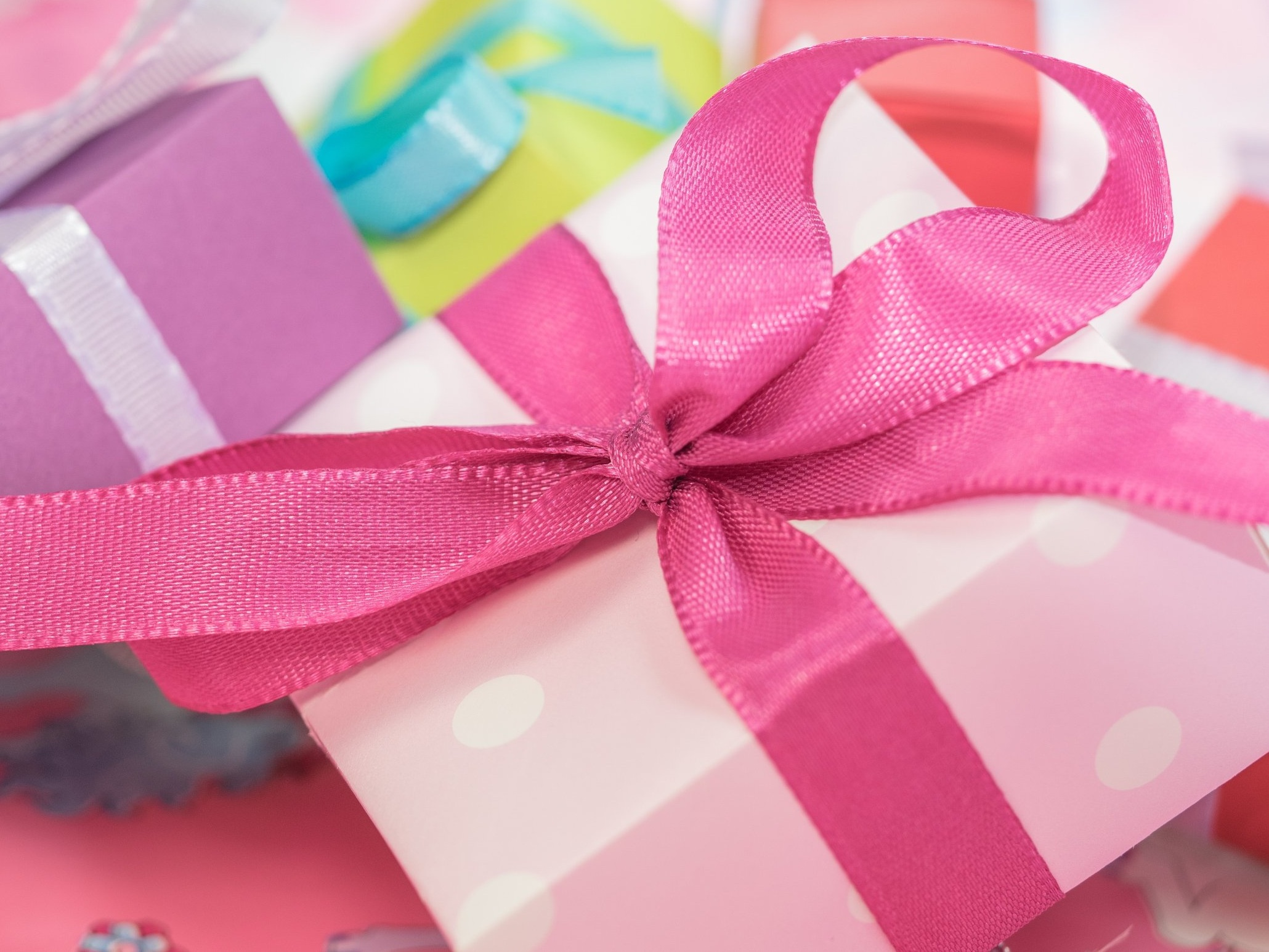 colorful-colourful-gifts-40548.jpg