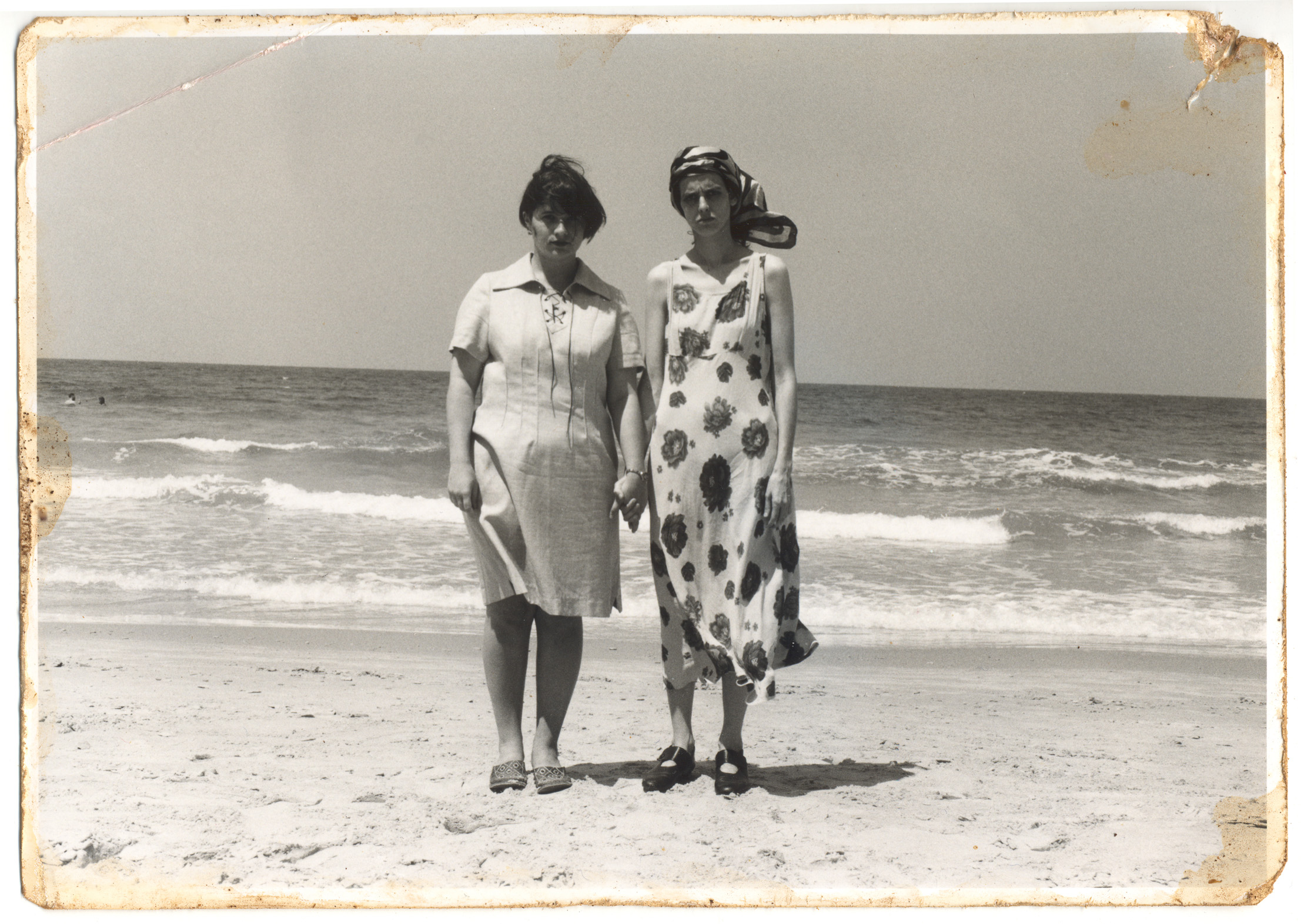 Justine Frank and her friend Fanja Hissin on the seashore of Tel Aviv, 1936