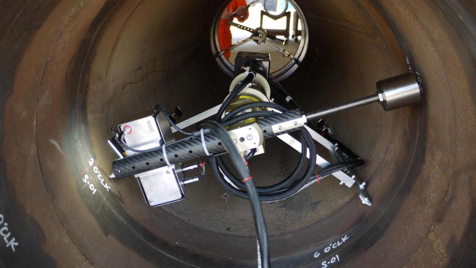 8LV scanning in pipe.jpg