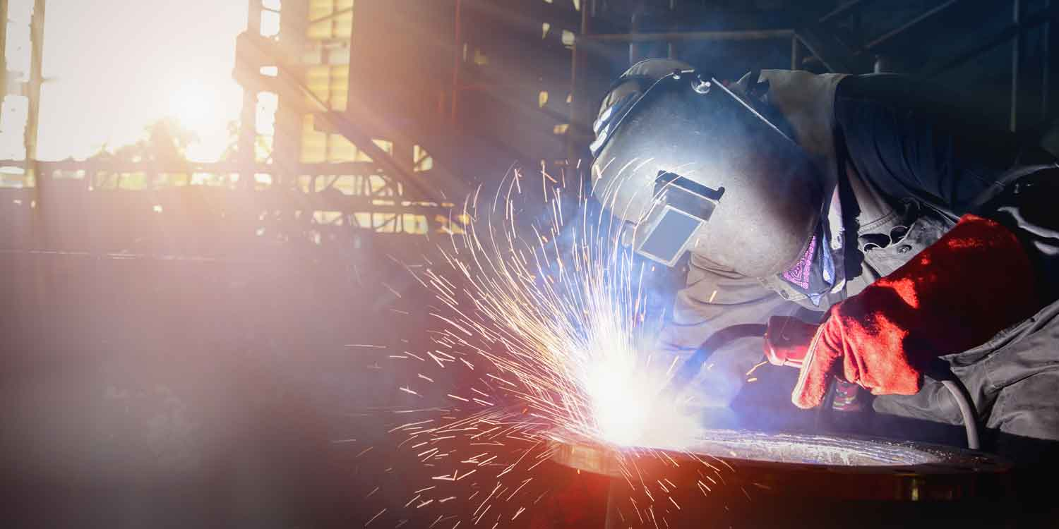 Welding a pipe end