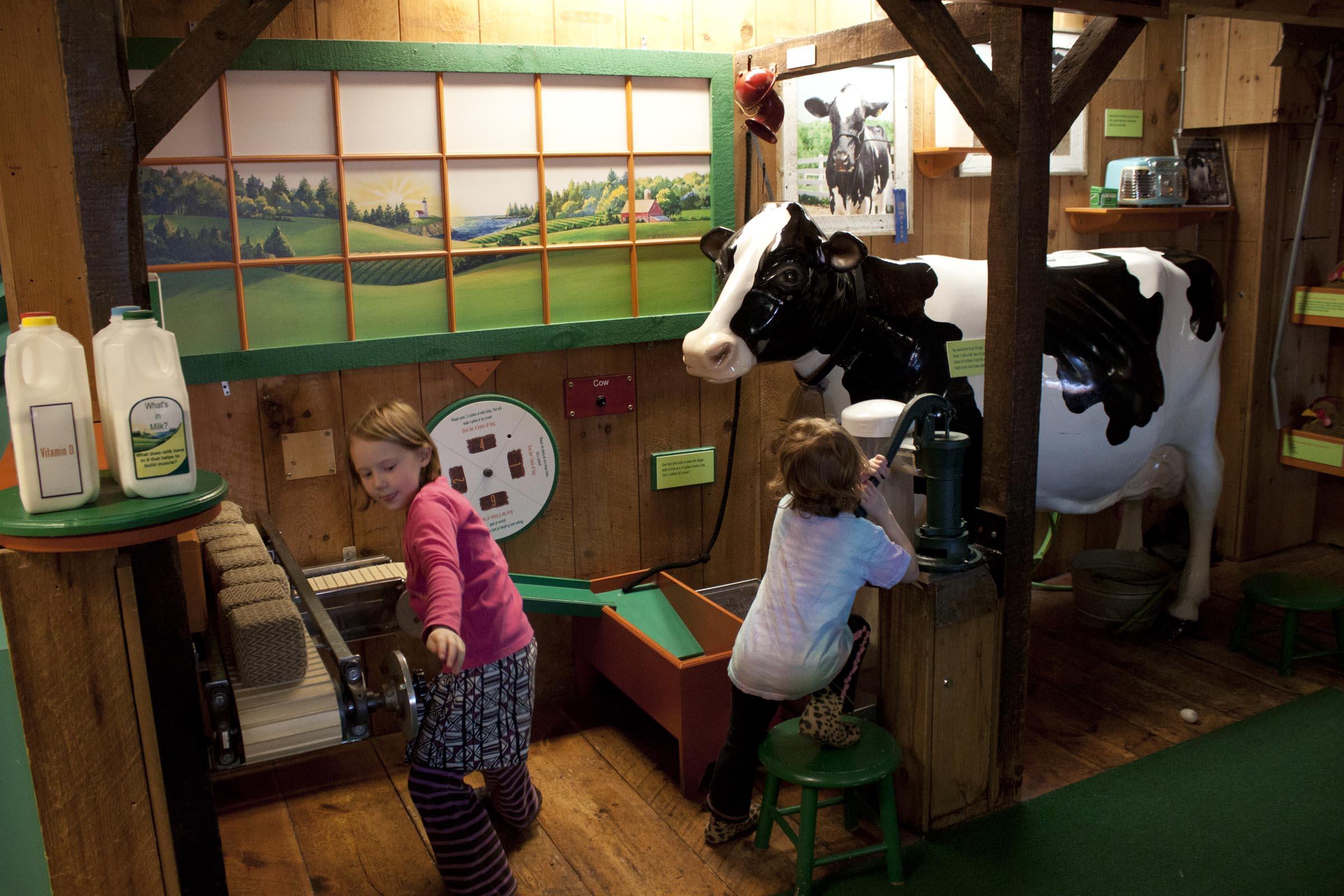 Children play in Oakie Farms (Photo by Olivia Birdsall).jpg