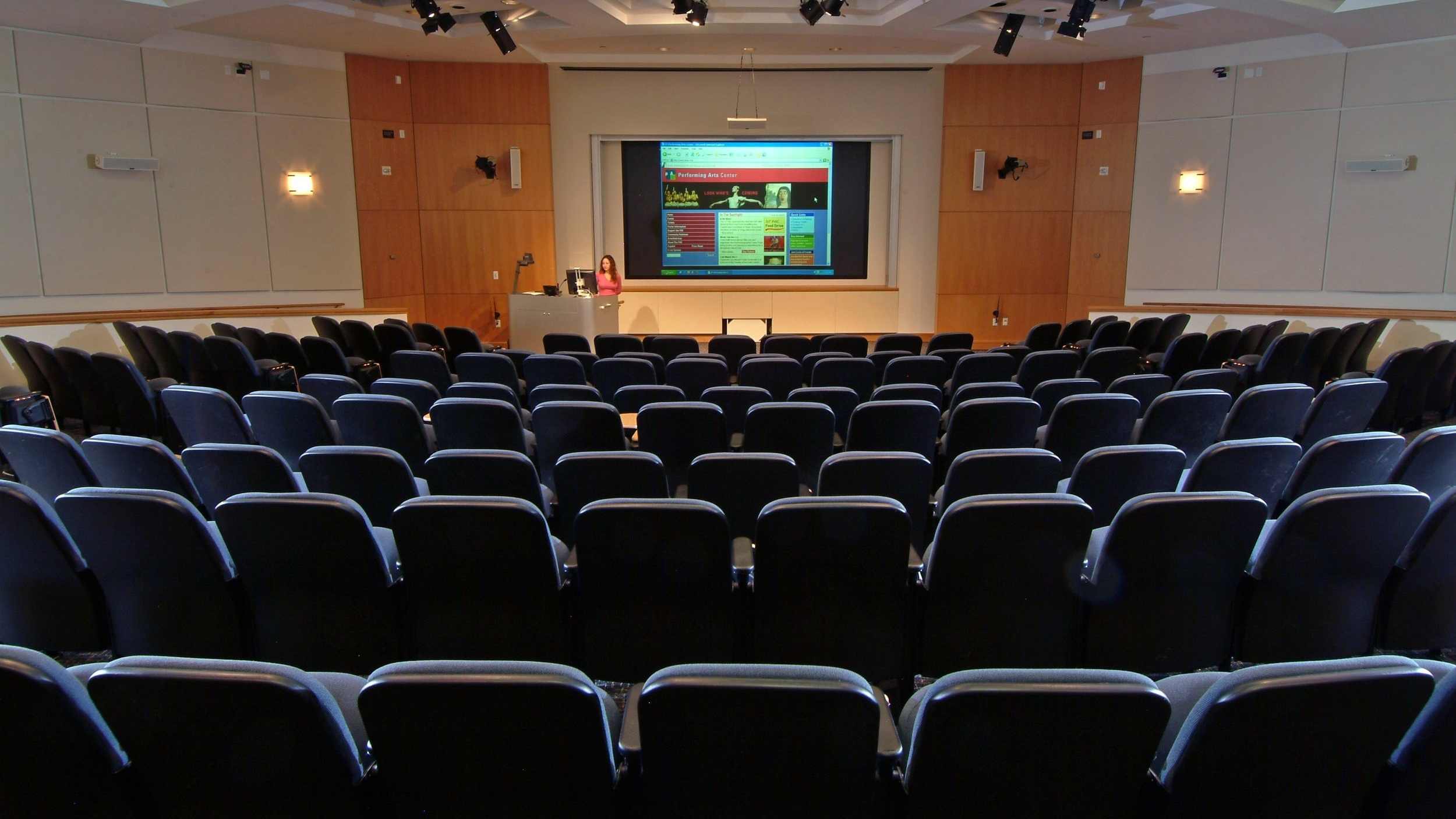auditorium-meeting-audience-theatre-conference-convention-614716-pxhere.com.jpg