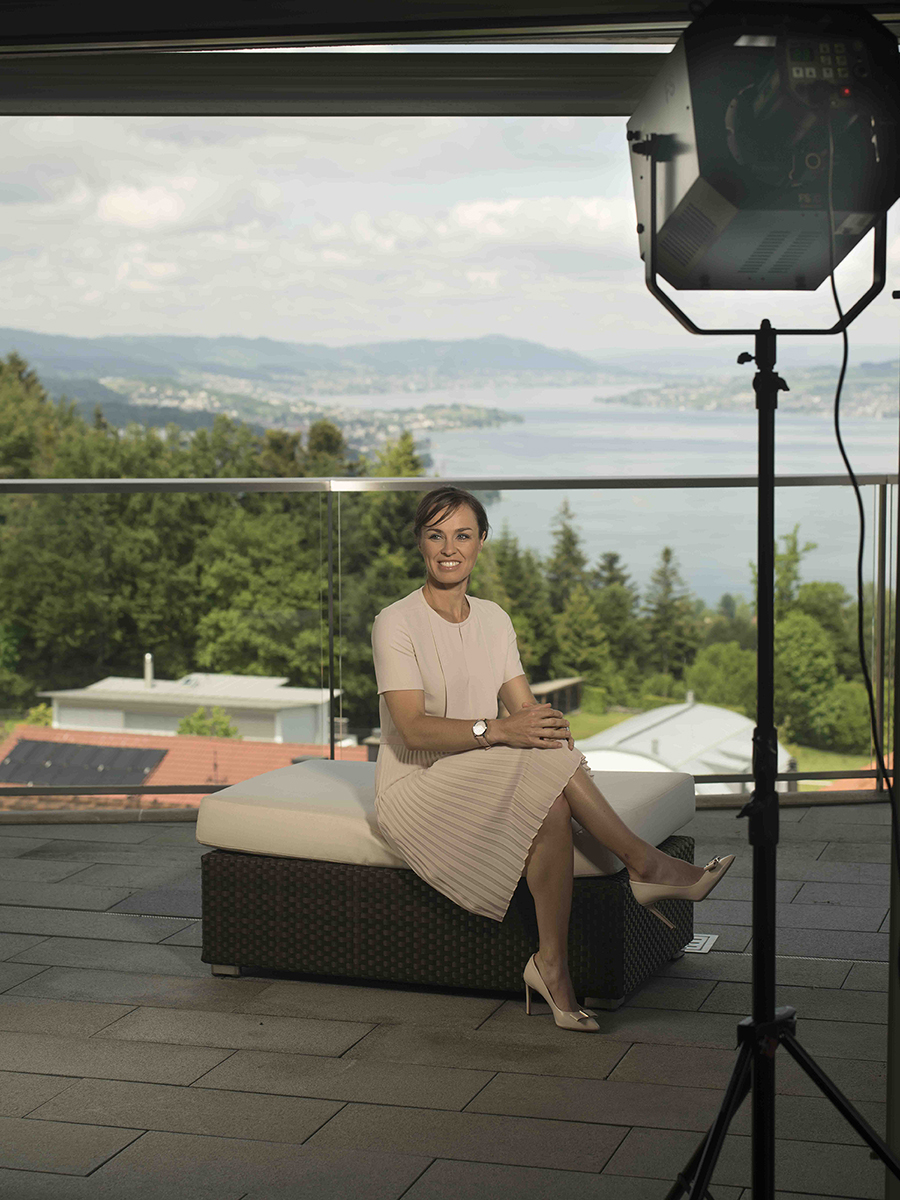 Hier beim Outdoor Setting mit Blick auf den Zürichsee. Geblitzt habe ich mit dem neuen Elinchrom FS30 und zusätzlich einer Rotalux Elinchrom Softbox.