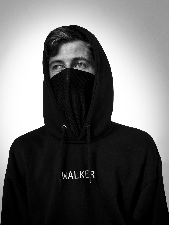"""Alan Walker mit seinen weltweiten Hits """"alone"""" und """"faded"""" der Hero der Jugend."""