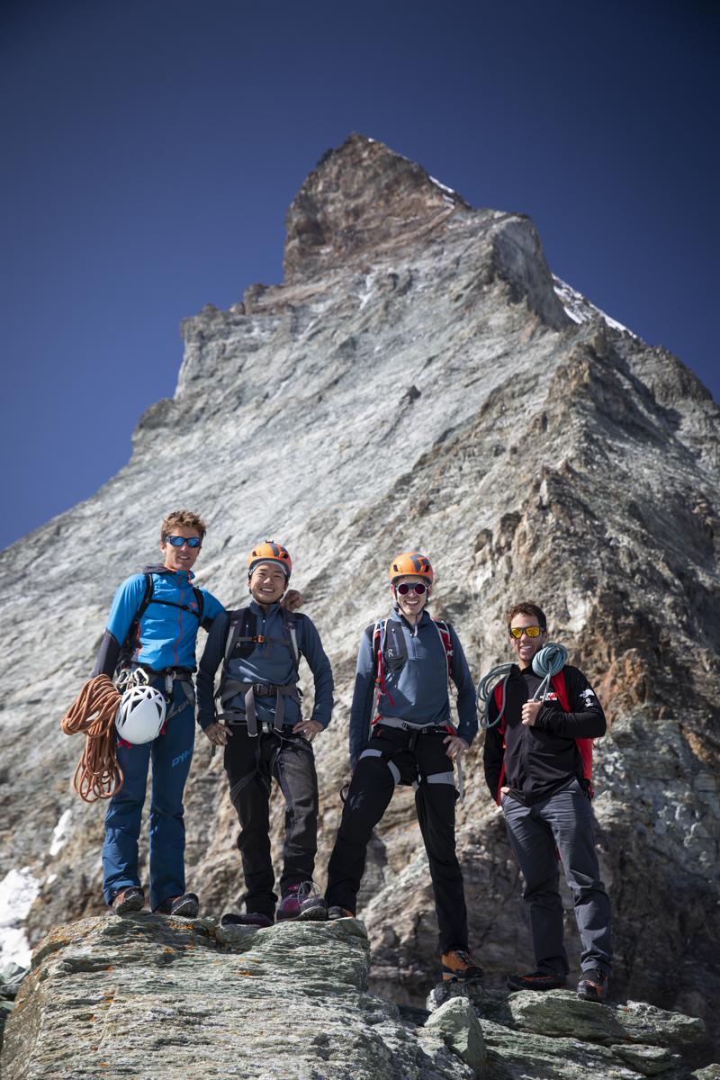 Andy Steindl, Naoto, Ollie und Sam Anthamatten (zweiter von drei Bergführern)