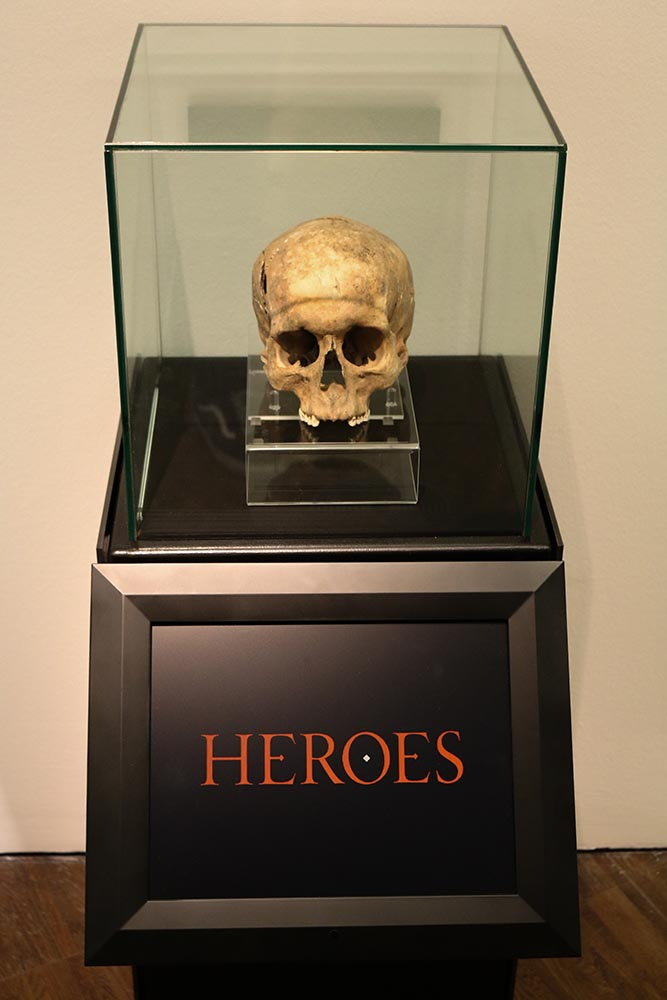 Heroes - skull with facial reconstruction screen