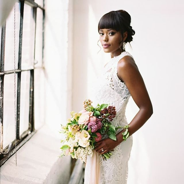 Gorgeous!!! One of our favorites from Trendy Bride's 2017 Spring issue. Photo: Anna Peters .. #bride #fineartweddingshow #weddinginspo