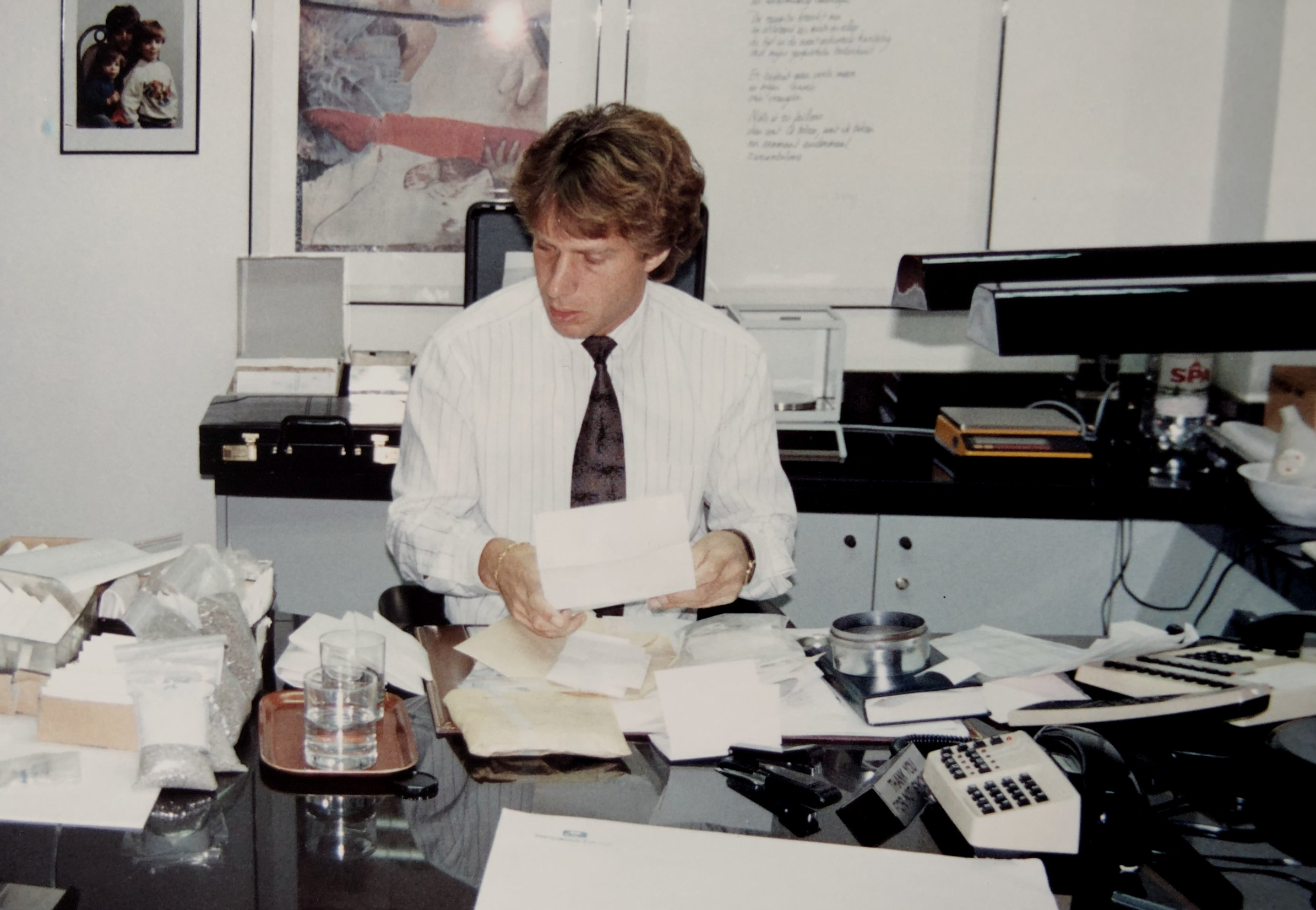 Jan Leemans, founder of the family business, at work in his trading office in the Antwerp Diamond District. The picture was taken in 1986 and the top left corner shows that Stefan and Dennis were already around but clearly too young to help out in the family business at that time.