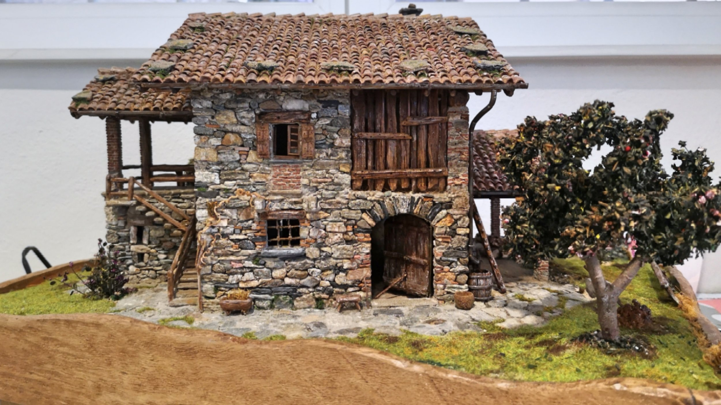 Another masonry miniature by Alberto Zanotta. We adore rustic houses!