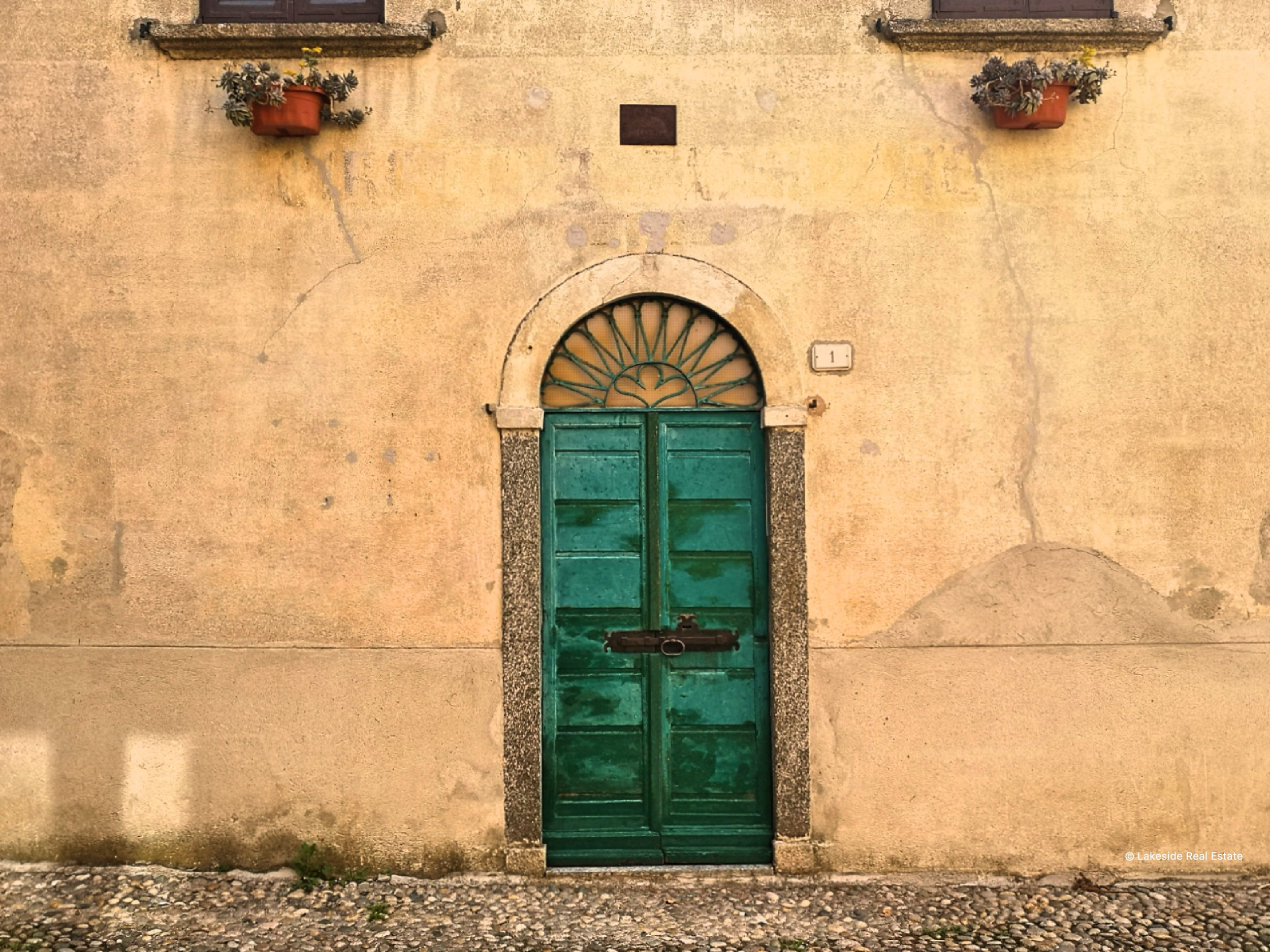 An old front door in Campo (Lenno)